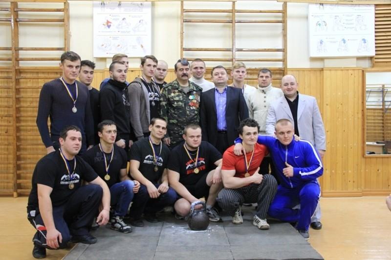 У БДМУ відбулися змагання з гирьового спорту