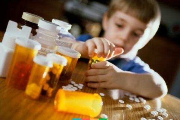 Діагностика та невідкладна допомога при найбільш поширених медикаментозних отруєннях у дітей