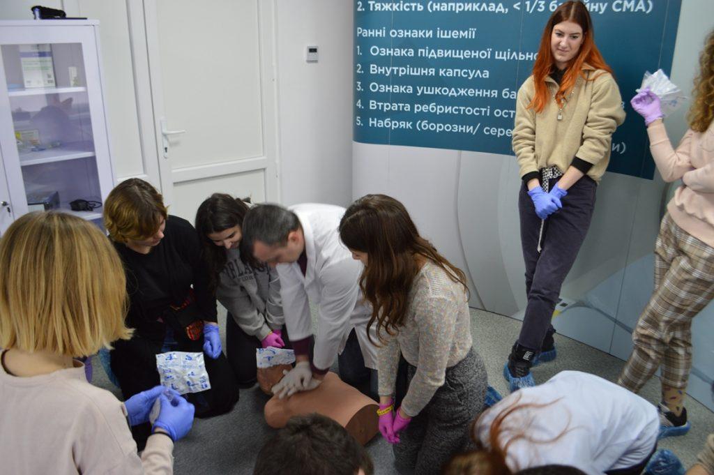 Симуляційний центр БДМУ відвідали учасники волонтерського руху «Твоя країна»