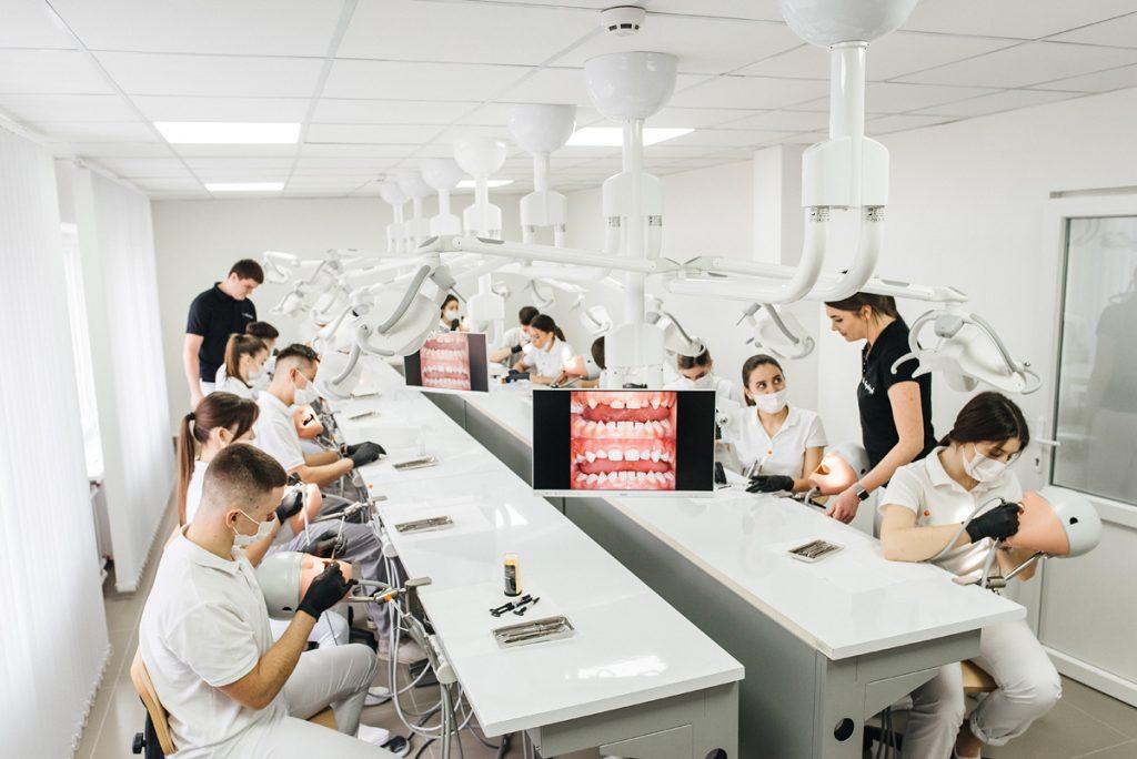 9 лютого – Міжнародний день стоматолога