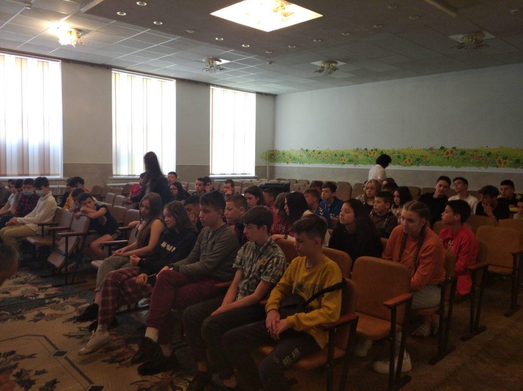 Фахівці симуляційного центру БДМУ вчили ліцеїстів як надавати долікарську допомогу